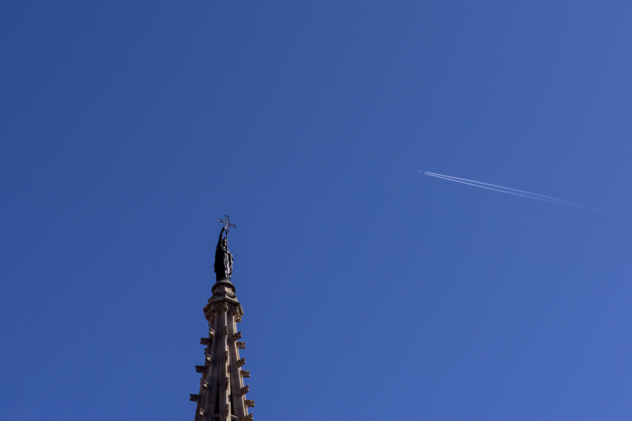 'Contrail and Spire' (Apr 2017) - Barcelona, Spain